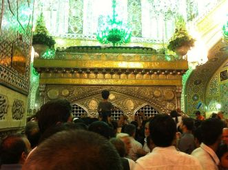 Inside_the_tomb_of_Imam_Reza(a.s.)_Shrine.jpg